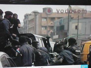 """30 JUIN 1960 - 30 JUIN 2019, LE CONGO NOTRE CHÈRE PATRIE COMMÉMORE LA 59EME ANNÉE DE SA SOUVERAINETÉ  DANS LA """"MÉDITATION"""" (DIXIT LE PR) EN COMPASSION AVEC NOS COMPATRIOTES D'ITURI, DE BENI ET D'AILLEURS VICTIMES D'INSÉCURITÉ AIGUË. MAIS ENCORE ? Police-lamuka-300x225"""